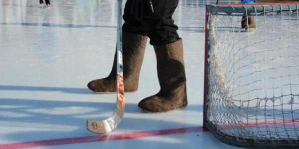 Турнир по хоккею в валенках на набережной