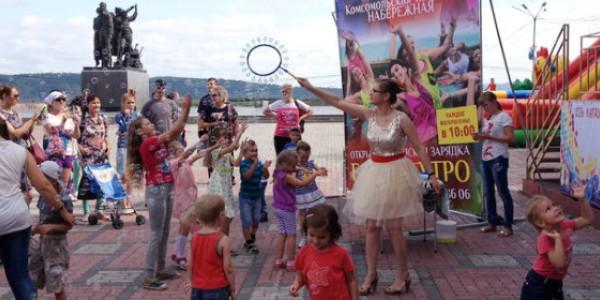 Мыльные пузыри и танцы на набережной